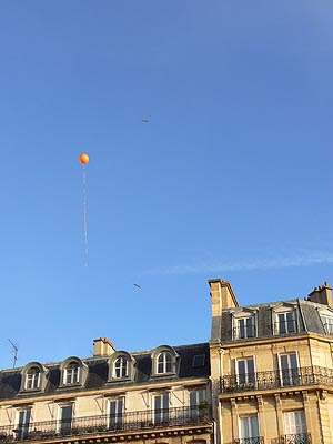 un ballon dans le ciel.jpg