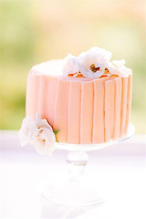 25 Stunning Single Tier Wedding Cakes   weddingsonline