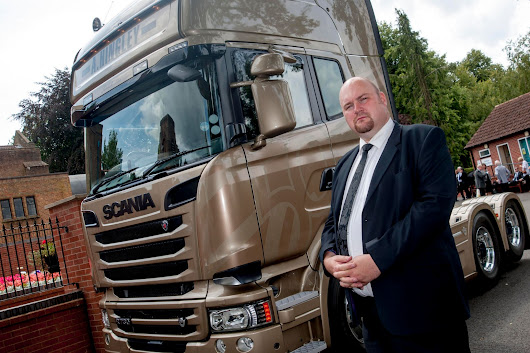 Son pays tribute to his lorry driver dad by arriving at his funeral in Scania Golden Griffin
