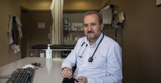 Vicente Baos en su consulta de atención primaria en Collado Villalba (Madrid). / Sinc