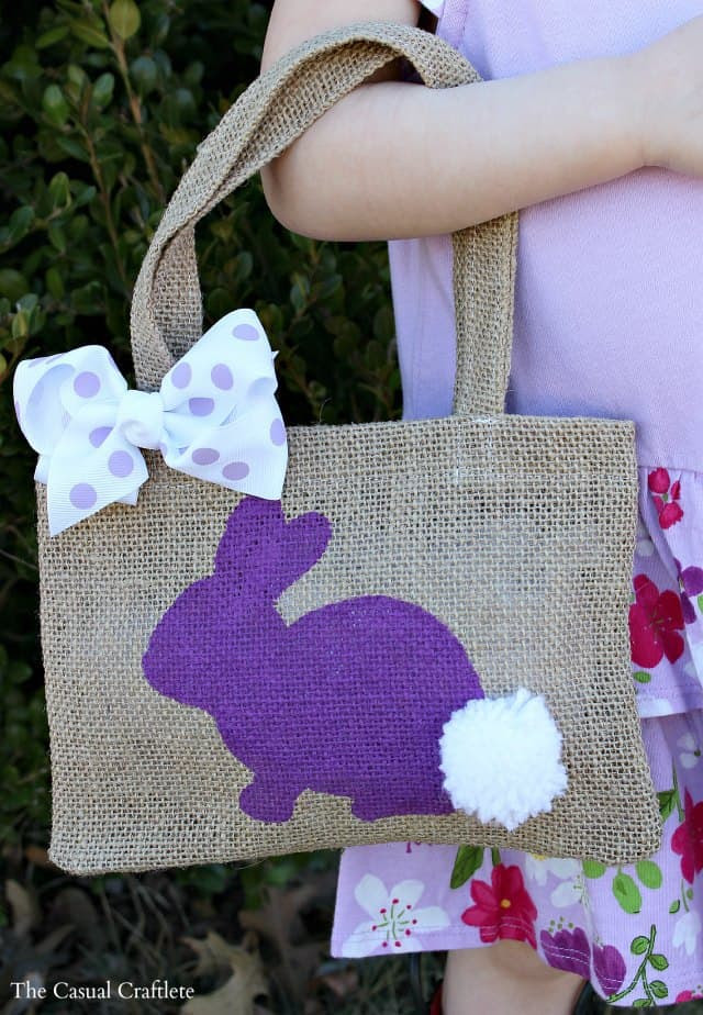 DIY Burlap Bunny Bag #Easter #burlapbag #DIY #craft