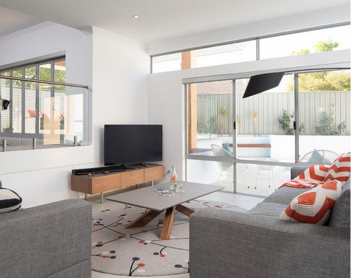 Table et chaises de terrasse meuble maison contemporaine - Maison contemporaine meuble ...