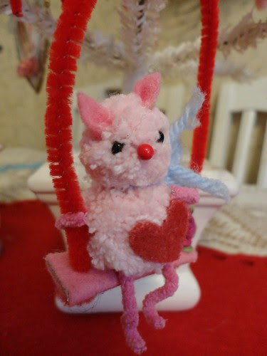 itty bitty valentine kitty!