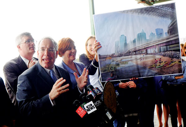 Photo by William Alatriste / NYC Council Borough President Scott Stringer touted Brooklyn Bridge Beach and the East River Blueway on Aug. 1, joined by Council Speaker Christine Quinn, to the right of him, and Assemblymember Brian Kavanagh, to the left of him, and other elected officials.