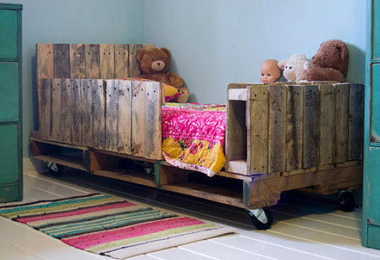 Why We SHOULD NOT Be Using Pallets in Our Interiors » Curbly | DIY ...