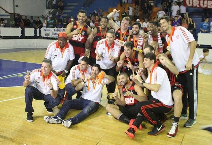 flamengo campeão estadual de basquete no juquinha (Foto: Raphael Bózeo / Macaé Basquete)