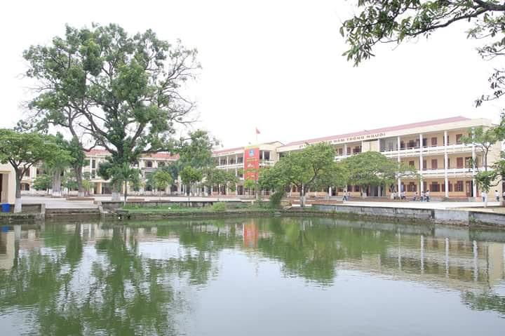 Trường THPT Hưng Nhân góc chụp từ cầu ao.