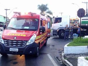 Dois ficam feridos em acidente de moto em Taubaté (Foto: Vanguarda Repórter/Rauston Naves)