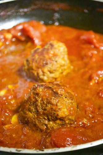 meatballs in pan tomato sauce