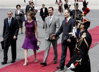 Bachar al-Assad à sa descente d'avion (AP)