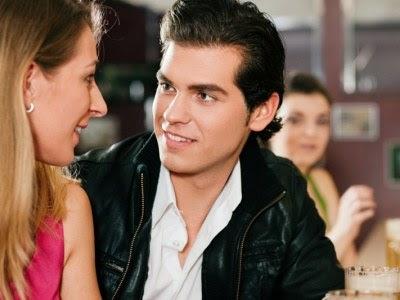 Szybkie randki jak zagadac: Kiedy facet patrzy w oczy