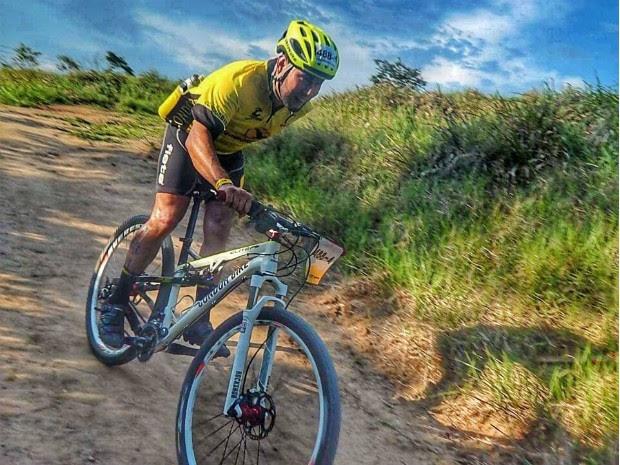 Jovem busca bicicleta adaptada avaliada em R$ 8 mil (Foto: Arquivo Pessoal)
