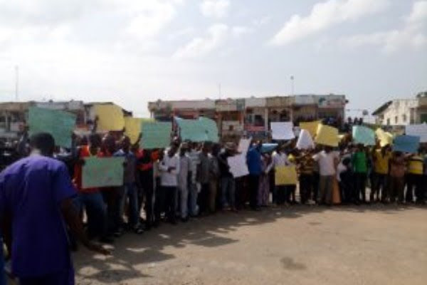 BREAKING: Traders shut down Abuja market over Government alleged plan to evict them