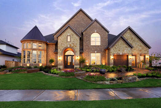 Builders take advantage of waterfront homesites in Cinco Ranch