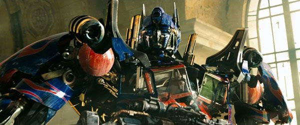 Optimus Prime prepares to make his next move during the final battle in Chicago in TRANSFORMERS: DARK OF THE MOON.