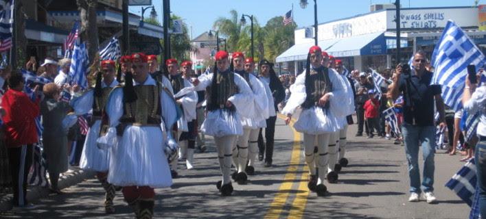 Επιβλητική παρέλαση της Προεδρικής Φρουράς στη Φλόριντα των ΗΠΑ, για την 25η Μαρτίου [βίντεο]