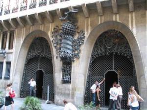 Entrada del Palau Güell - Wikipedia