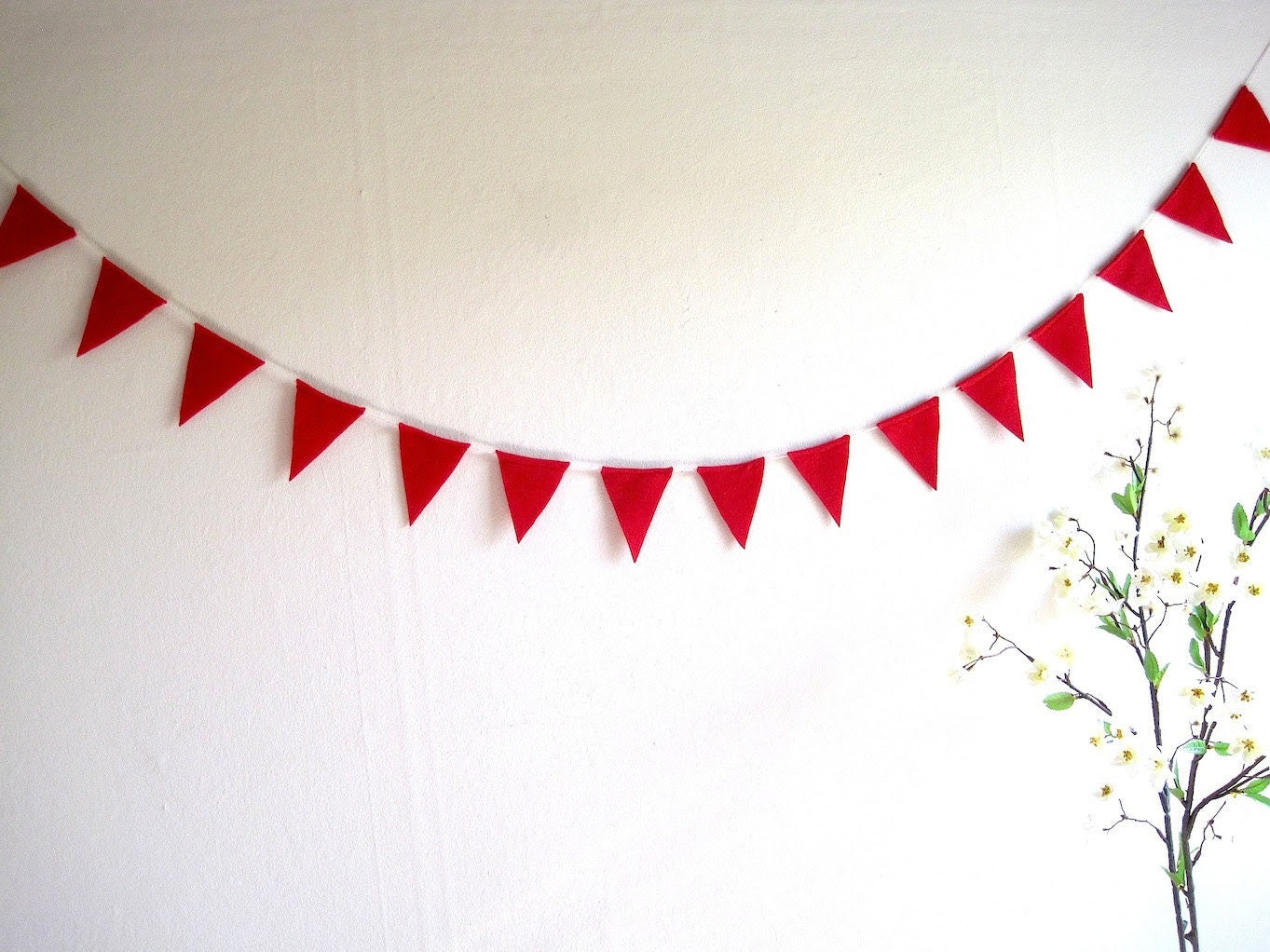 Red Bunting Banner, Valentines day red felt pennant flags, red wedding bunting decoration, xmas felt garland, reusable, handmade - AntnFrog