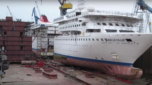 This is why people cut cruise ships in half