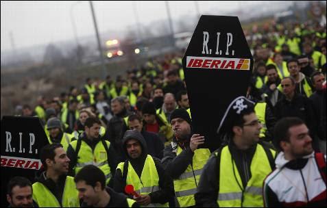 La primera jornada de huelga ha comenzado con una marcha hacia la T-4 del aeropuerto de Barajas de Madrid.