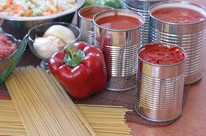Las latas de tomates