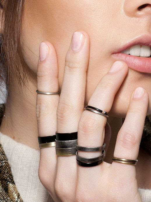 LE FASHION BLOG RINGS AND NAILS NUDE NAIL POLISH MANICURE INSPIRATION BACKSTAGE BEAUTY LEONARD FW 2013 CHUNKY THICK GUNMETAL BLACK SILVER STACKED RINGS ON EVERY FINGER BRASS RINGS MIDI RINGS KNUCKLE RINGS VIA ALLURE RUSSIA 1 photo LEFASHIONBLOGRINGSANDNAILSLEONARDFW2013VIAALLURERUSSIA1.jpg