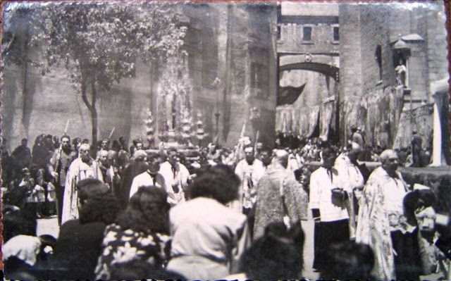 El Corpus junto al Arco de Palacio mediado el siglo XX