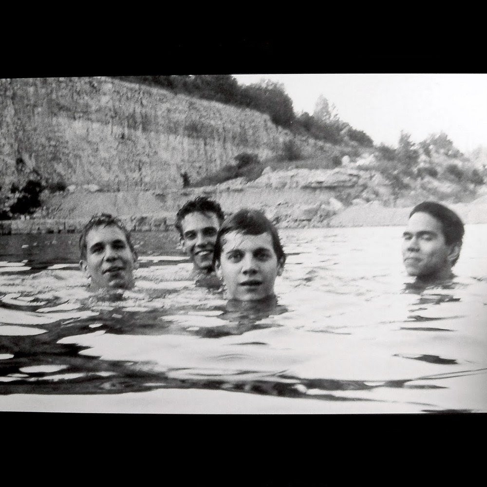 http://ww1.realmofmetal.org/2016/01/slint-discography-1989-1994_15.html
