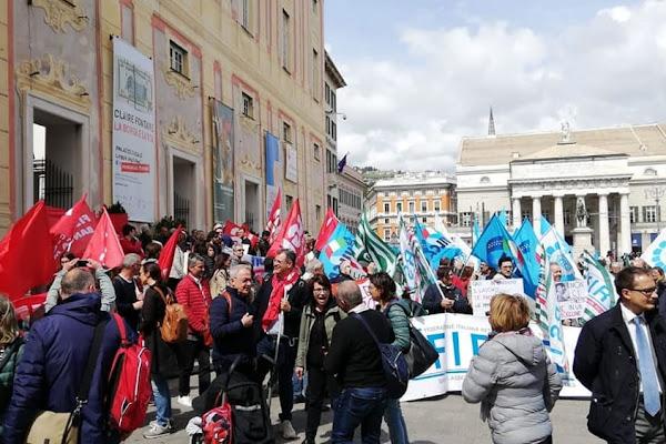 a70be4cdbf Carige: quasi duemila lavoratori a rischio, dipendenti in piazza