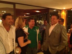 Johnny Araya se reunió esta noche con los alcaldes. CRH