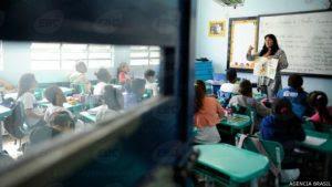 Professores no Brasil estão entre mais mal pagos em ranking internacional