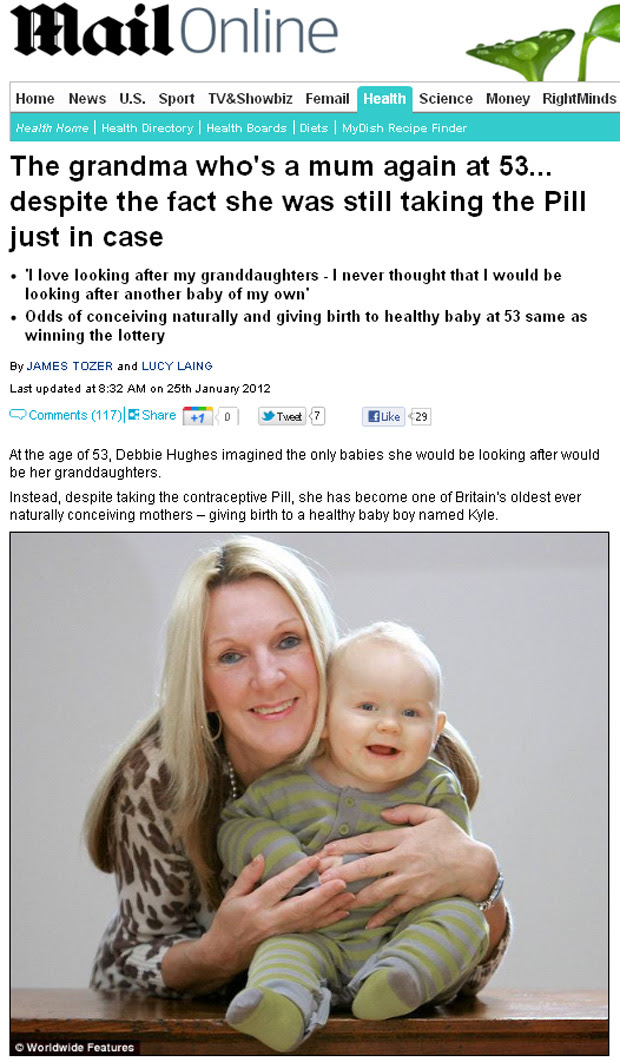 Debbie Hughes com o bebê Kyle, uma surpresa aos 53 anos de idade. (Foto: Daily Mail / Reprodução)