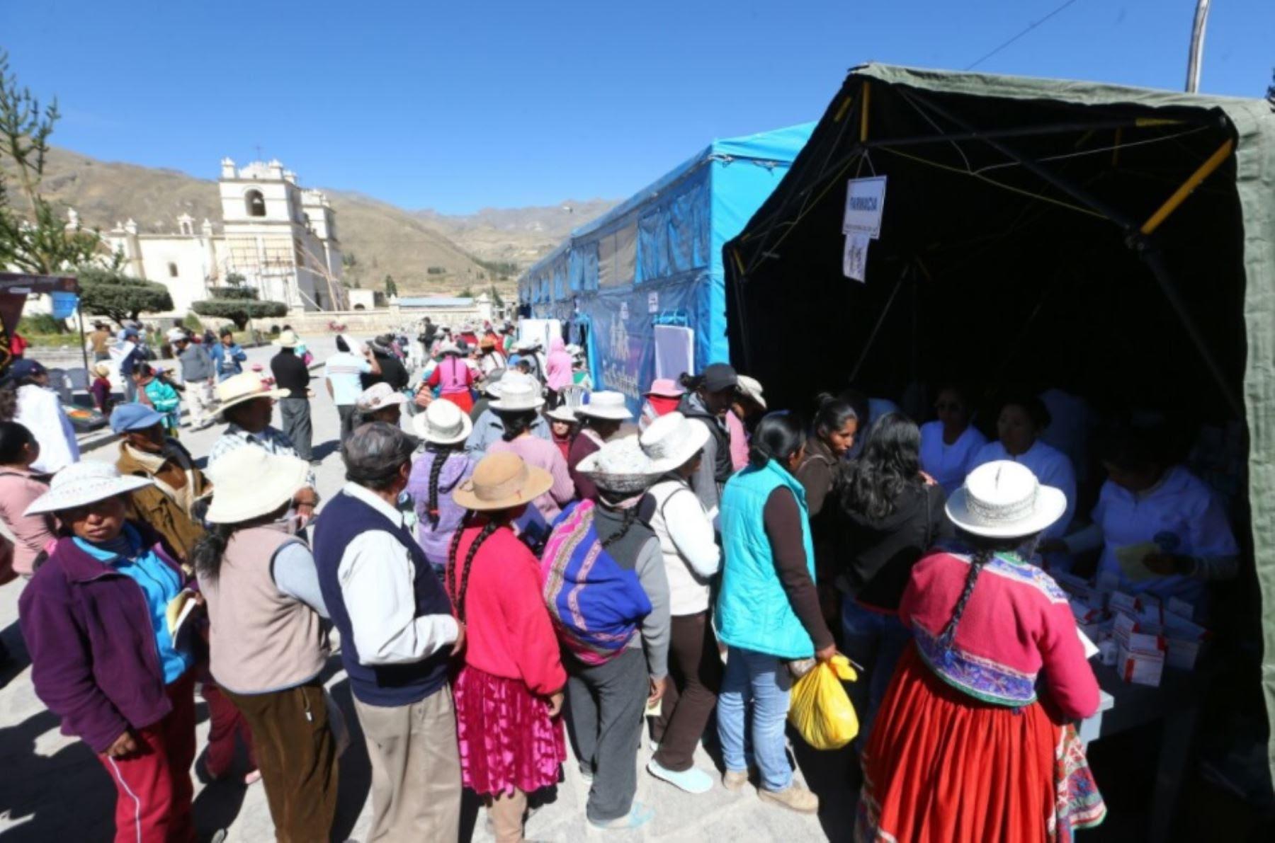 Resultado de imagen para FAP Trasladó Más De 200 Toneladas De Ayuda Humanitaria Para Afectados Por Heladas