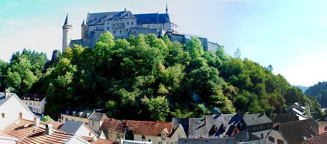 vianden castle pano 1
