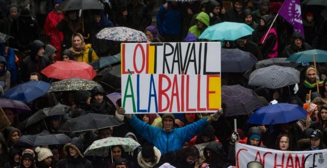 El jueves más de un millón de personas salieron a las calles en Francia en protesta por la reforma laboral del gobierno de Hollande. EFE