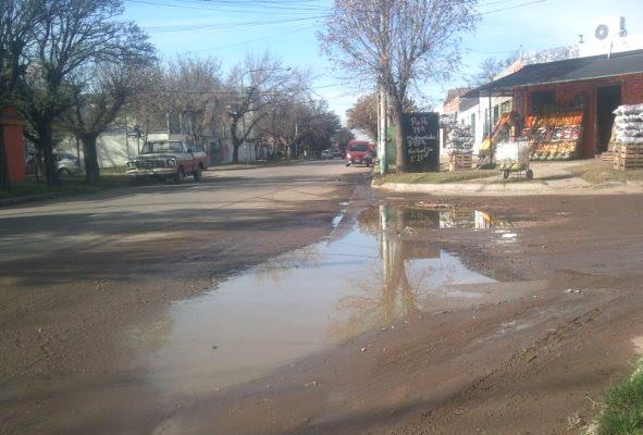 Santa Rosa | Malestar vecinal por inundación de calle