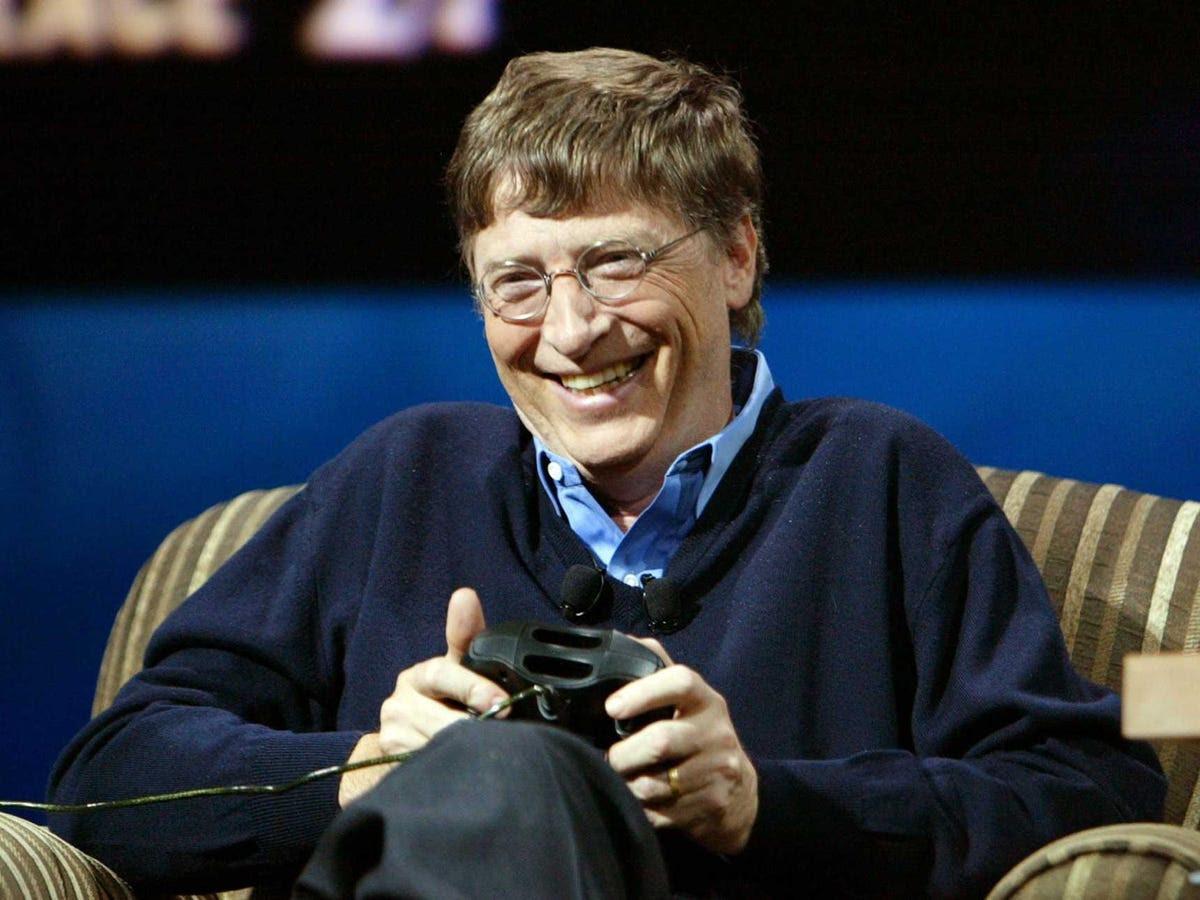 Năm 2010, Bill và Melinda hợp tác với Warren Buffett để bắt đầu một chiến dịch mang tên 'The Giving Pledge', mà khuyến khích tỷ phú đồng để tặng ít nhất một nửa tài sản của mình để làm từ thiện. Paul Allen, Larry Ellison, Steve Case, và Mark Zuckerberg là một trong những người đã ký cam kết cho đến nay.