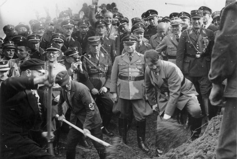 File:Bundesarchiv Bild 183-R27373, Reichsautobahn, Adolf Hitler beim 1. Spatenstich, bei Frankfurt.jpg