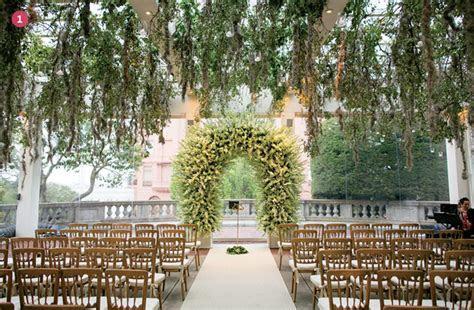 Finishing Touches: Wedding Altar Decor   Exquisite Weddings