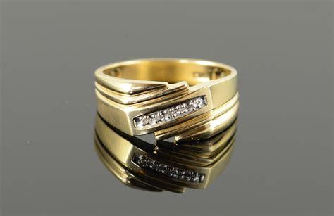 genuine diamond classic wedding band mens yellow gold