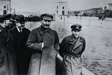 Joseph Staline et Nikolaï Iejov.