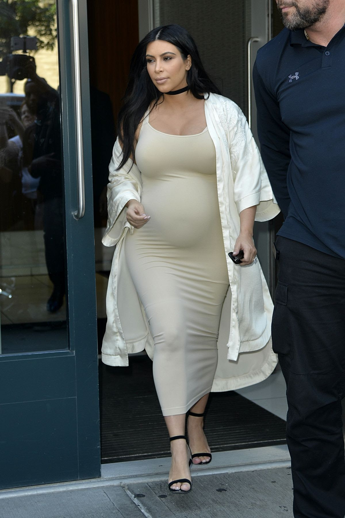 Pregnant KIM KARDASHIAN Leaves Her Apartment in New York 09/13/2015  HawtCelebs