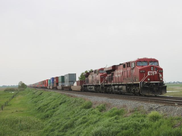 CP 8715 at Carseland, Alberta