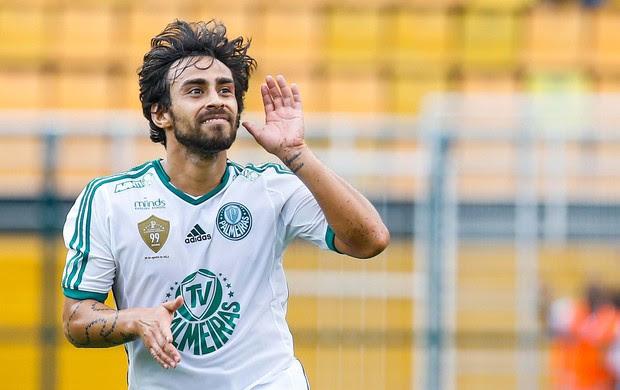 Valdivia do Palmeiras joga contra o Coritiba