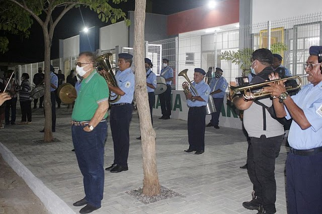 Prefeito Mão Santa inaugura creche modelo no bairro Catanduvas