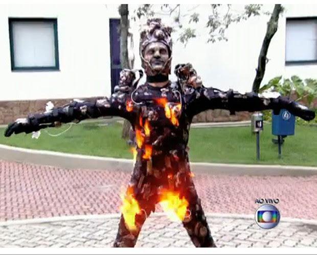 Coreógrafo da comissão de frente da Mocidade mostra efeitos especiais (Foto: Reprodução/ TV Globo)