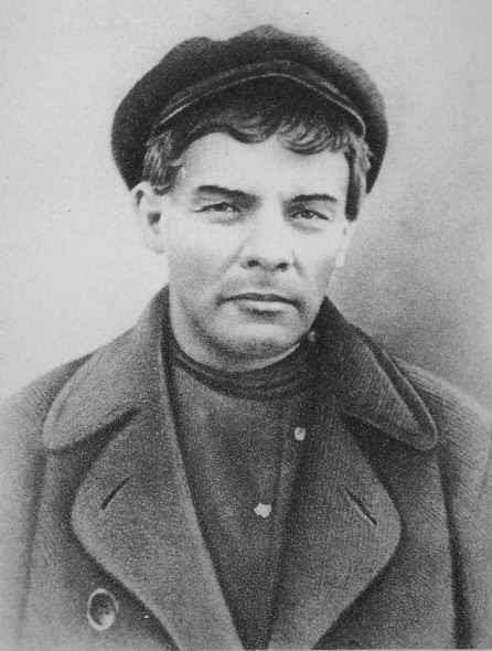 Ficheiro:Lenin-last-underground, 1917.jpg