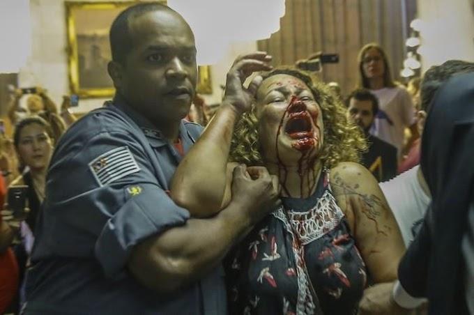 Polícia lança bombas em ato de professores em frente à Câmara em SP