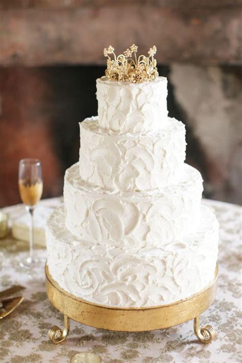 35 Fabulous Winter Wedding Cakes We Love   Deer Pearl Flowers