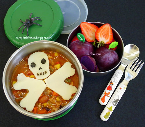 Spooky Skull Cheese and Chili Halloween Bento by sherimiya ♥